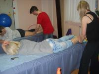 Заняття на курсах масажу